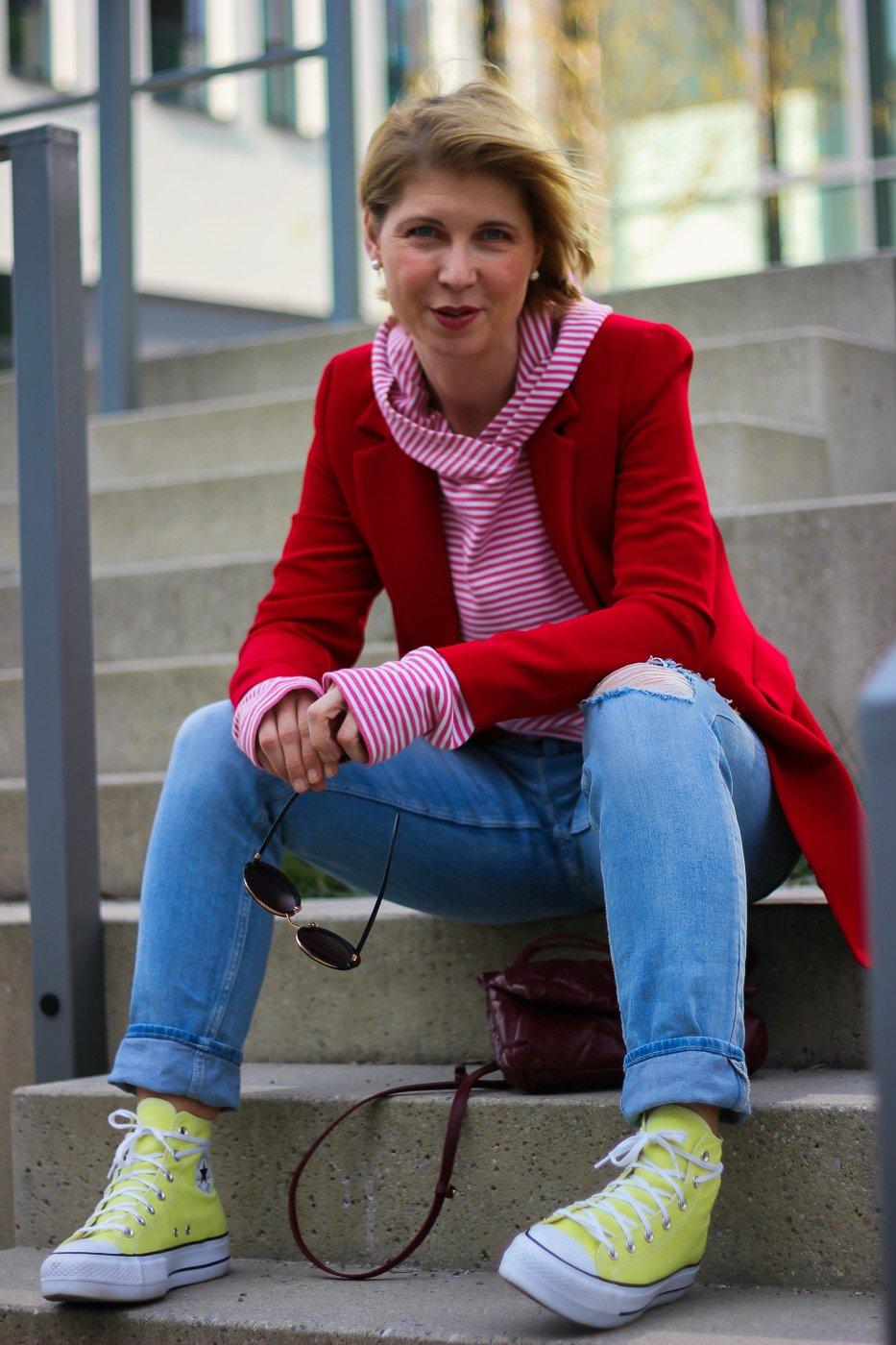 conny doll lifestyle: Fair Fashion Tipp - warum kaufen wir nicht viel nachhaltiger ein? Fitbuddha Hoodie, rote Streifen, Blazer