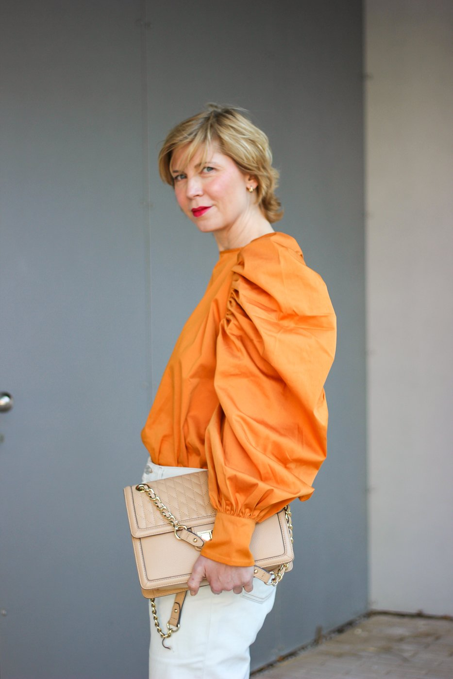conny doll lifestyle: Seitenansicht, Frühlingslook, nude, orange,