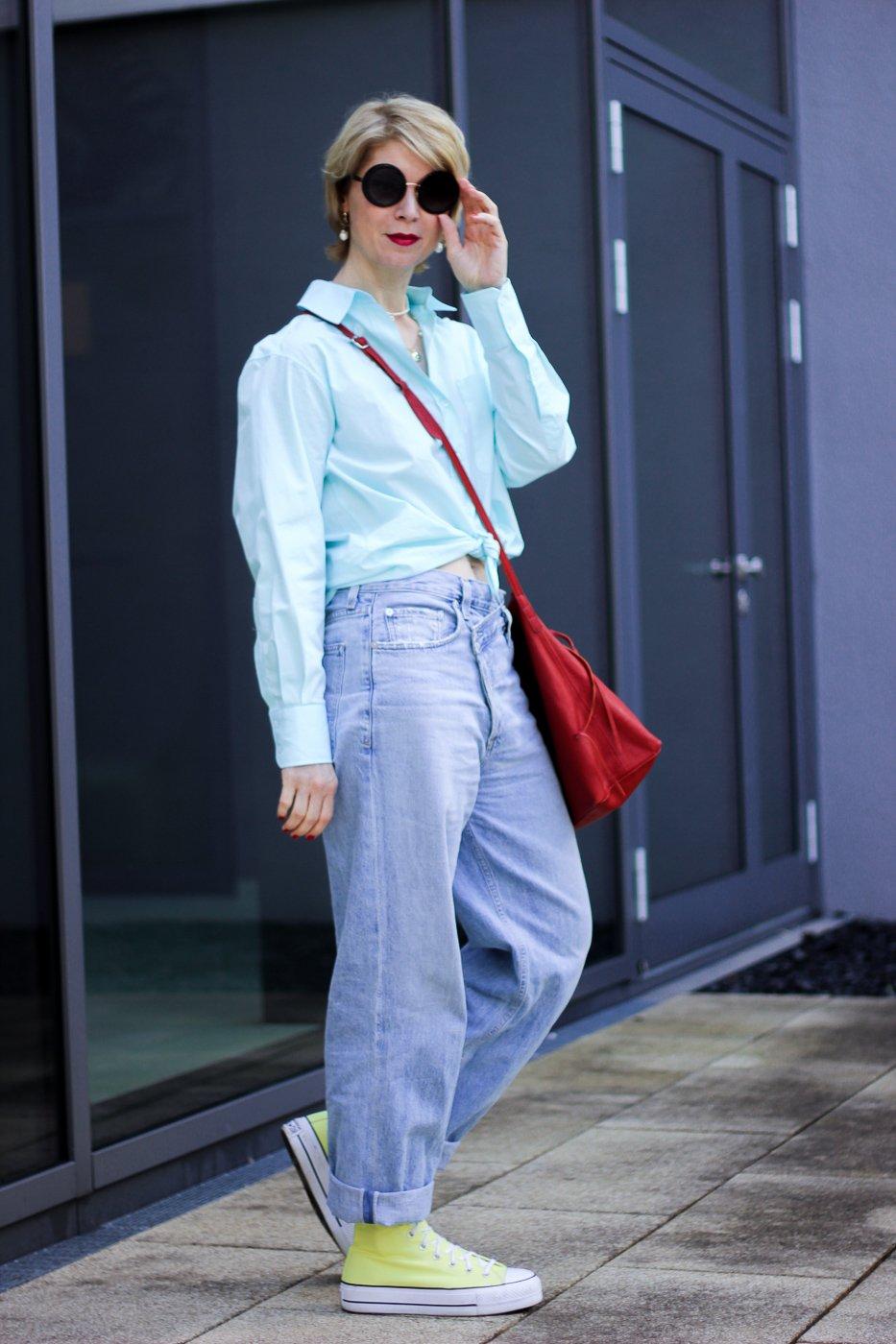 conny doll lifestyle: Noble Blässe vs. Sommerteint - Hemd mit Knoten kombiniert mit Jeans