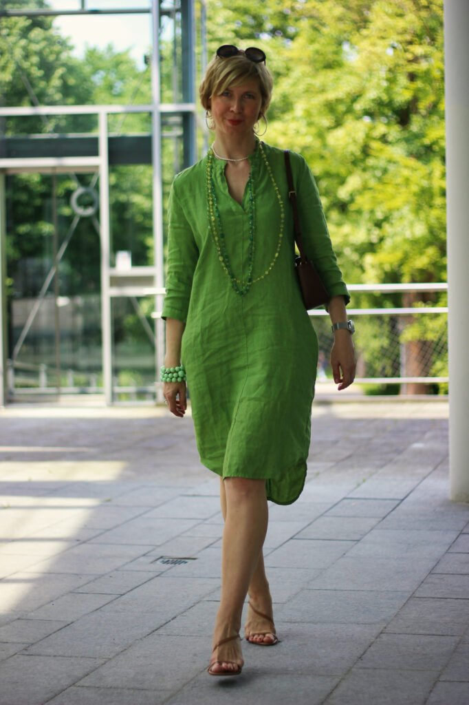 conny doll lifestyle: Mein Budget und das Budget der anderen - grünes Leinenkleid mit Taschen
