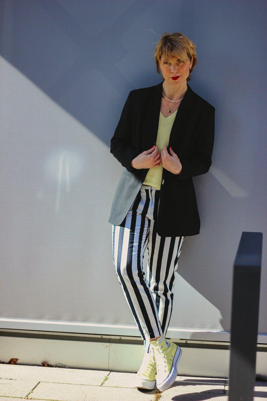 conny doll lifestyle: Stylingchallenge, Blazer, gelber Pullover,