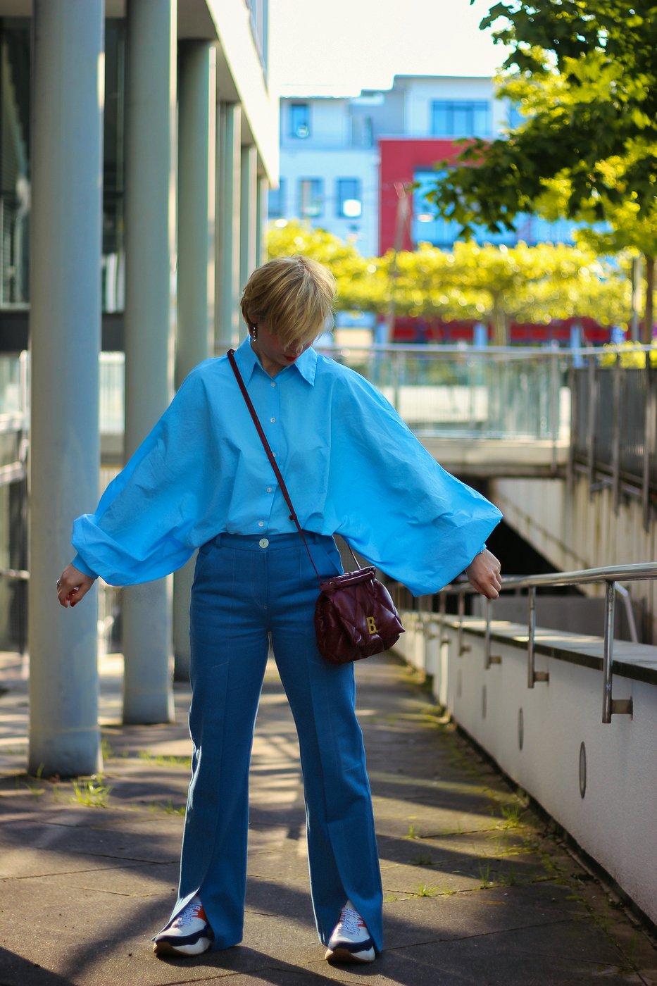 conny doll lifestyle: Weite Ärmeln sind ein Hingucker aber unpraktisch - who cares?