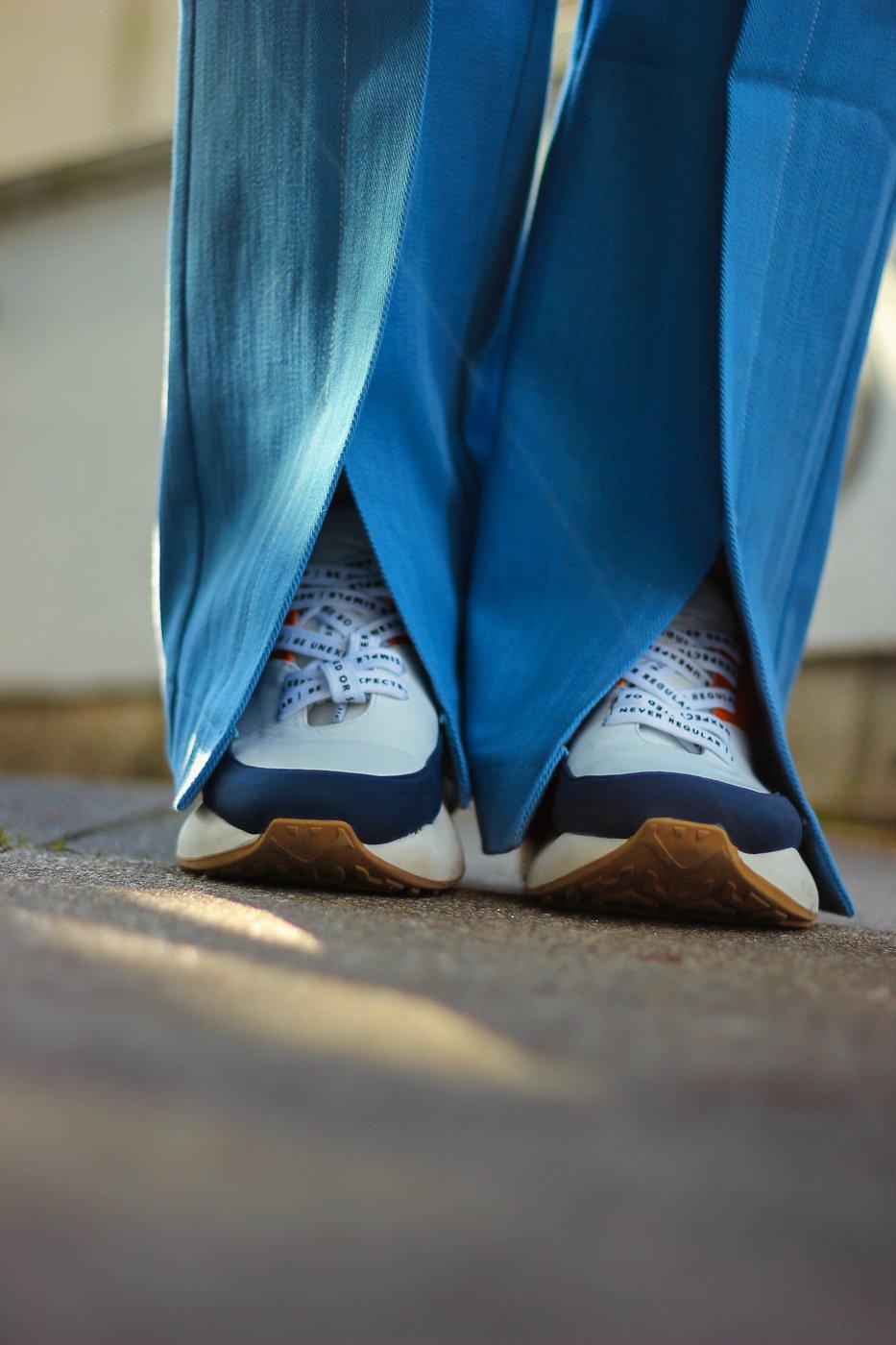 conny doll lifestyle: Details, Sneaker 10Days, Hose mit Schlitz