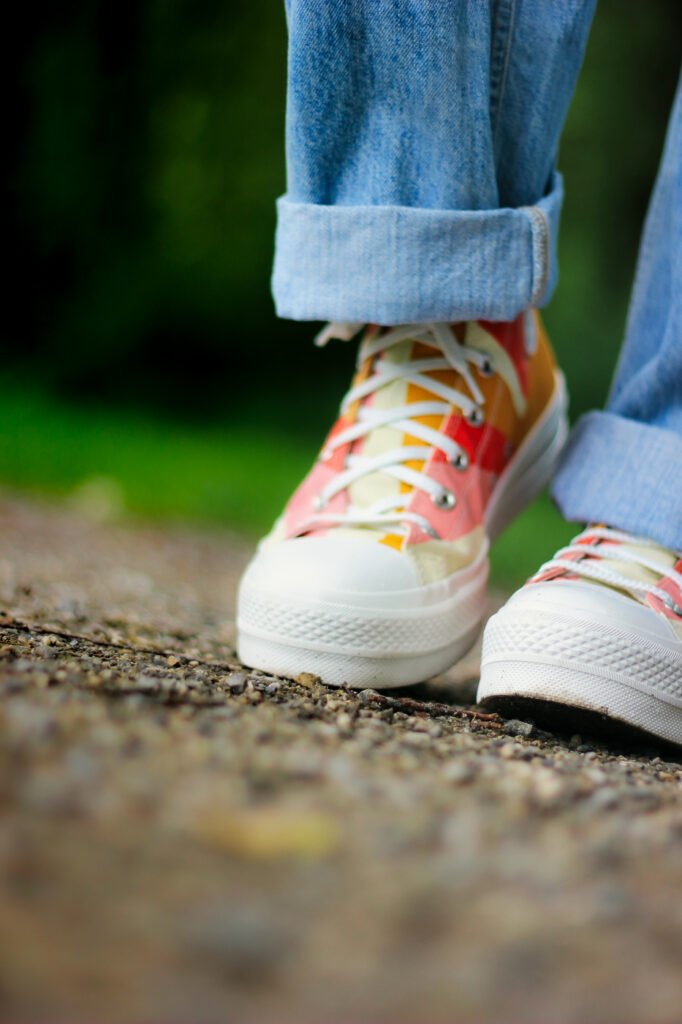 conny doll lifestyle: converse, farbenfroh