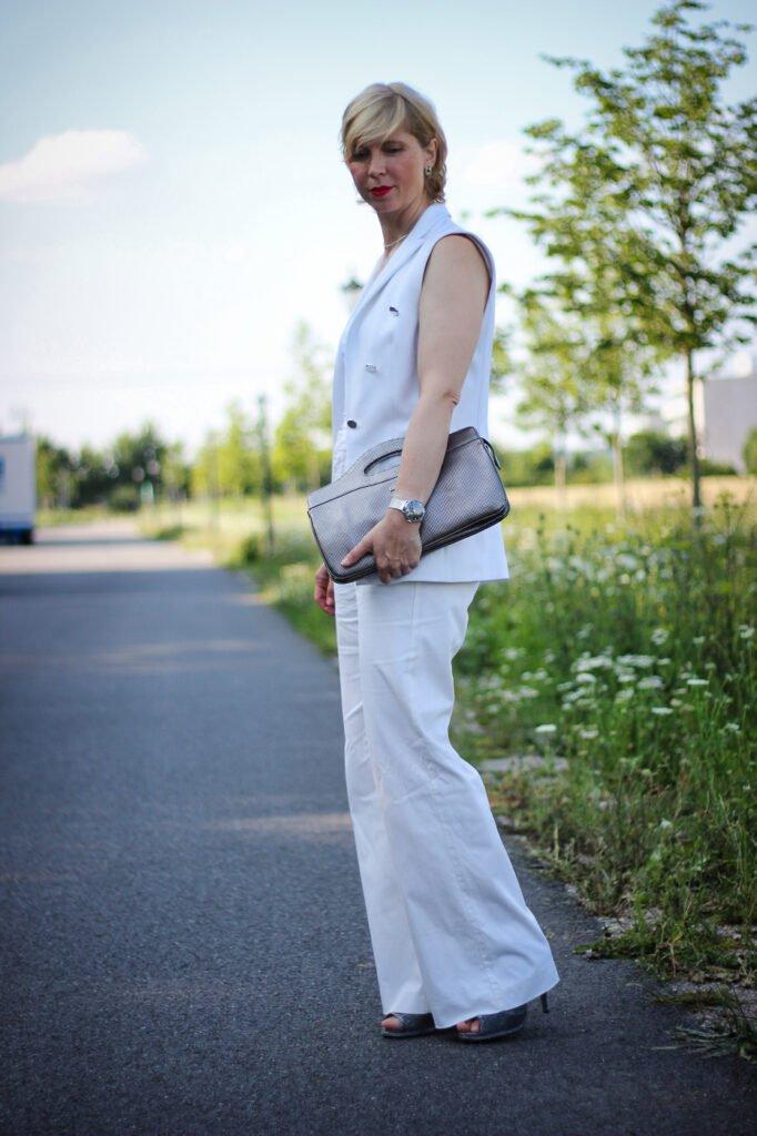 conny doll lifestyle: Komplettlook, eine Farbe, Sommeroutfit, Weste, Silberschmuck