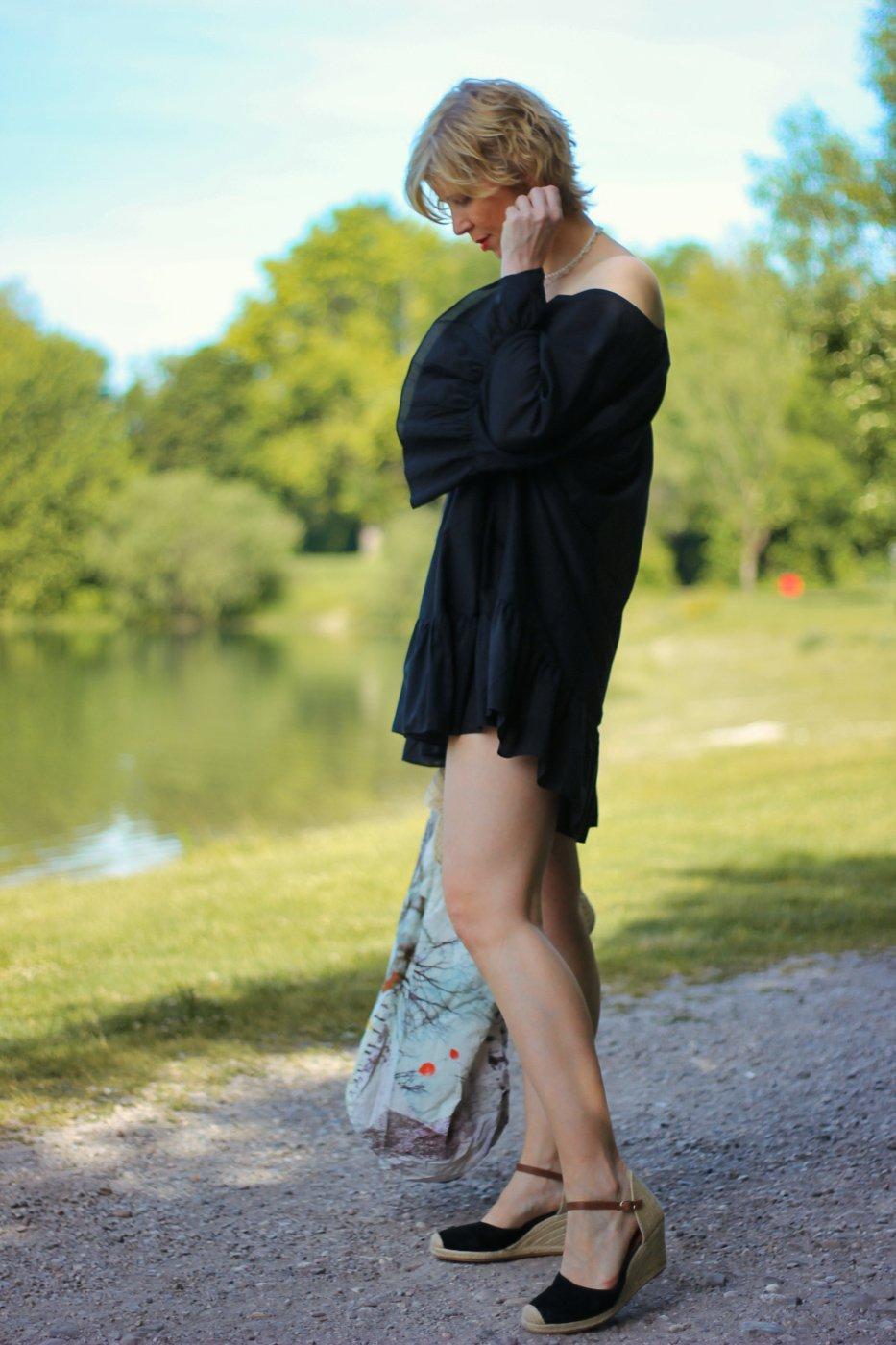 conny doll lifestyle: Beachbabe, Urlaub, Coronazeiten, Strandtunika