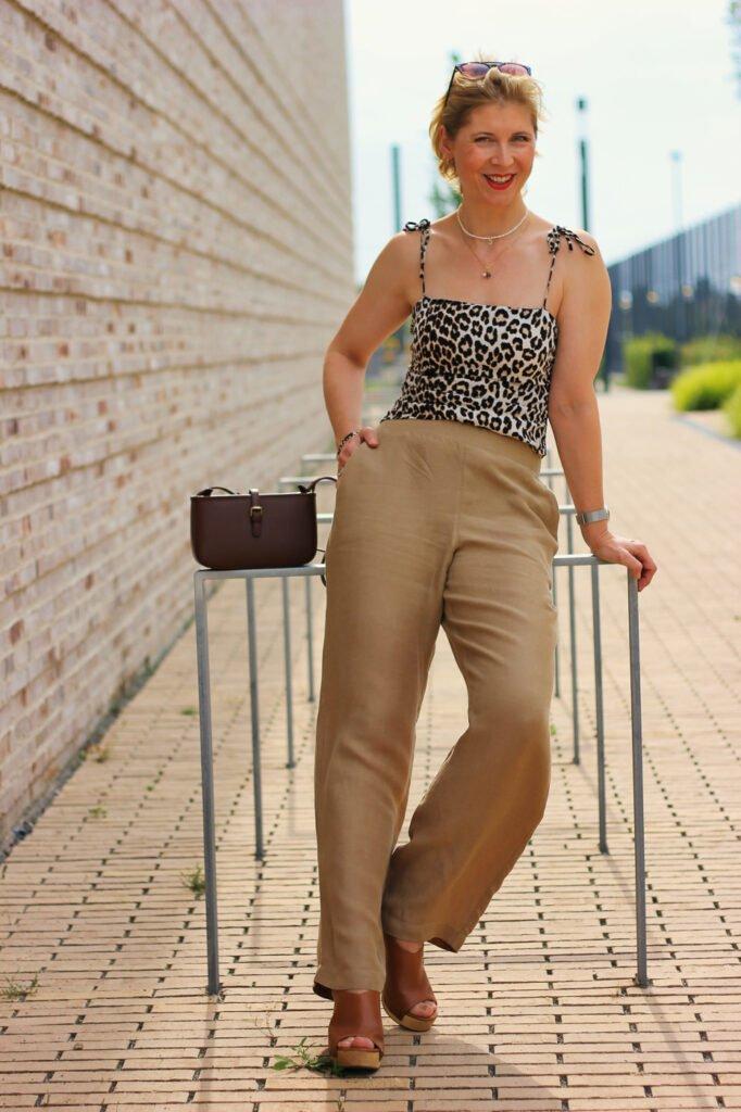 conny doll lifestyle: weite Leinenhose fürs Büro, Leotop, braun, Bürolook