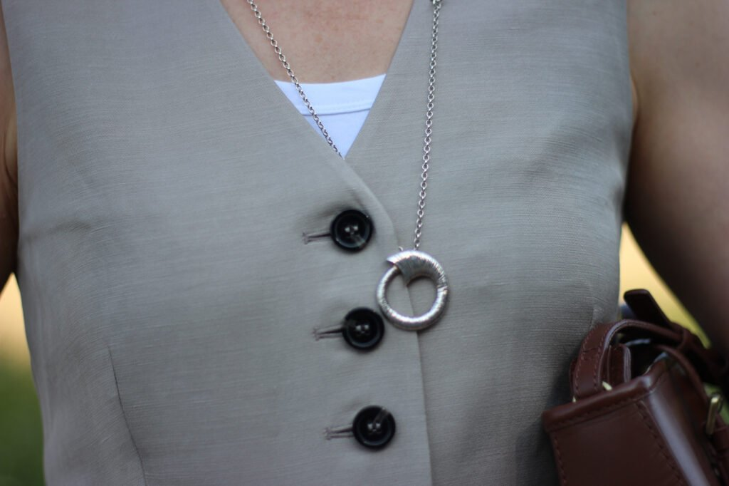 conny doll lifestyle: Details, Anzugsweste, Sommerlook