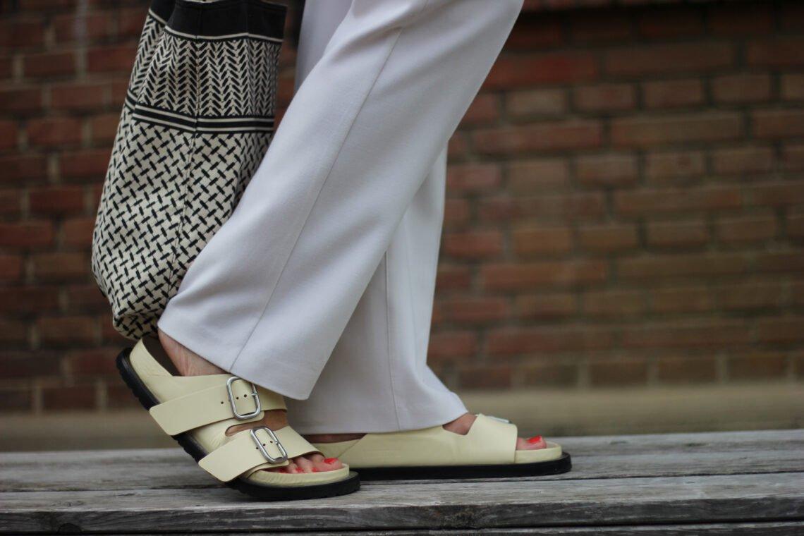 conny doll lifestyle: Gesundheitslatschen aka Birkenstock - der letzte Sommerlook 2021?