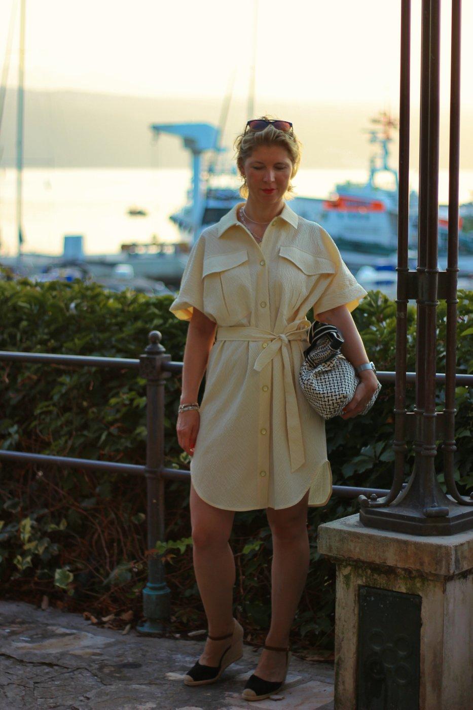 conny doll lifestyle: Ein Hemdblusenkleid und Touristenmode jenseits von Socken in Sandalen