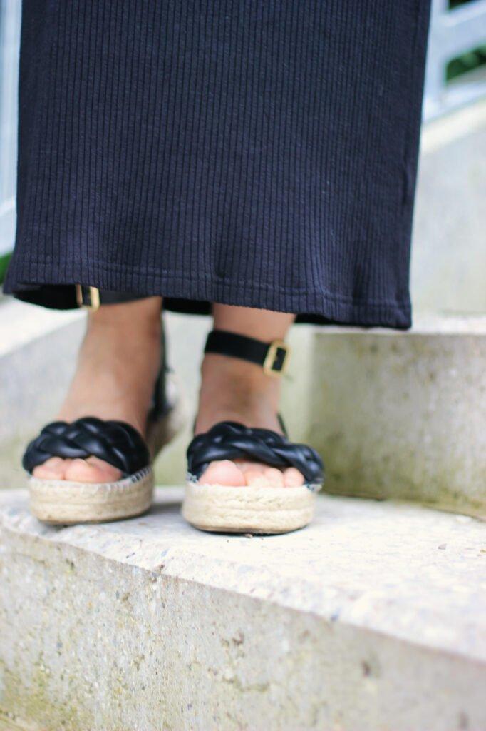 conny doll lifestyle: Details, Slipdress-Styling, Sandalen, Baumwolle