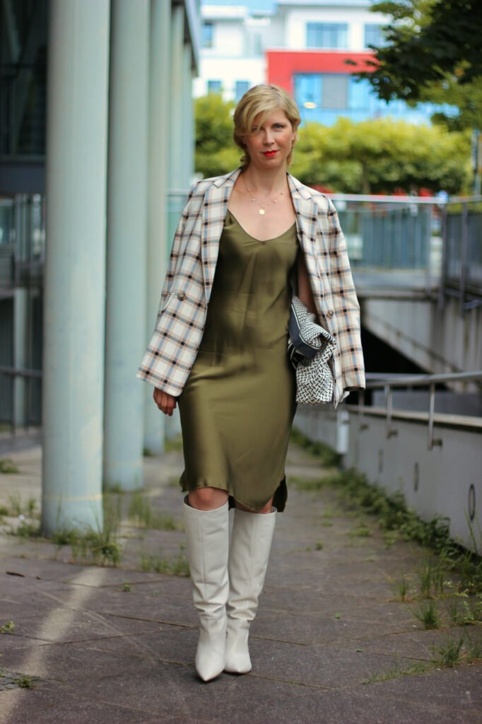 conny doll lifestyle: Styling, Slip dress, sportlich, elegant, Baumwolle, Seide, Alltagsstyling