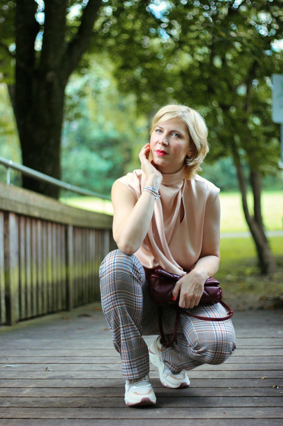 conny doll lifestyle: Meinung oder Fakt? Erkennst du noch den Unterschied? Übergangslook mit Karo