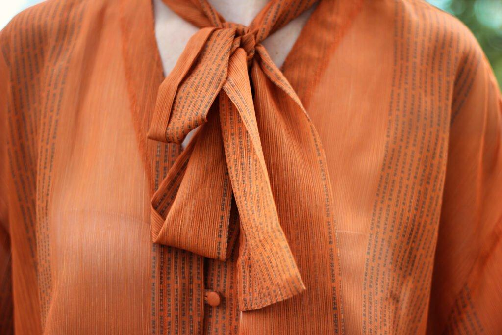 conny doll lifestyle: Schluppenbluse, Details, orange, Mykke Hofmann, transparent