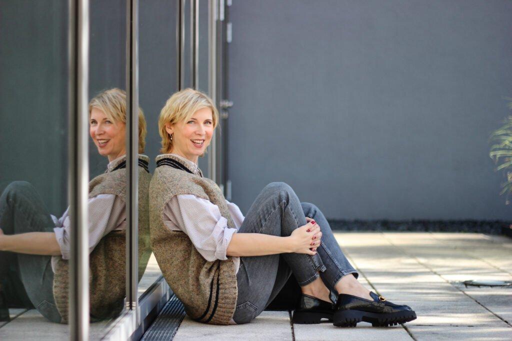 conny doll lifestyle: Pullunderstyling für den Herbst, casual Look, Fallfashion, oversized Pullunder