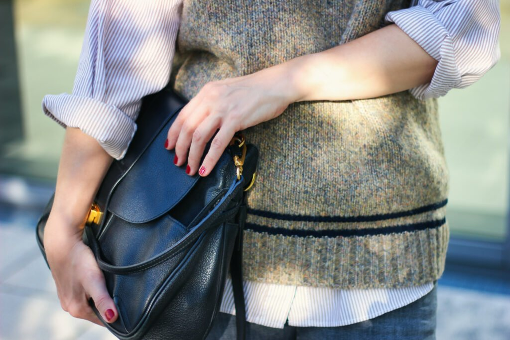 conny doll lifestyle: Pullunder, Details, Chloe-Tasche, Hemd, casual Herbststyle