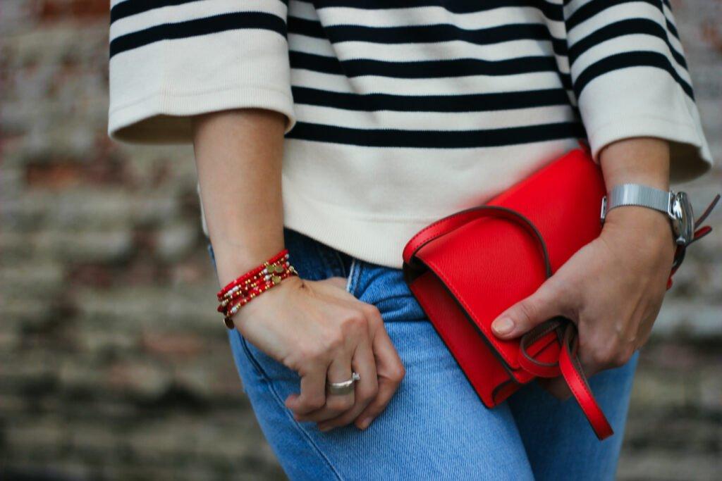 conny doll lifestyle: Details, Streifenpulli, Victoria Beckham, rote Details