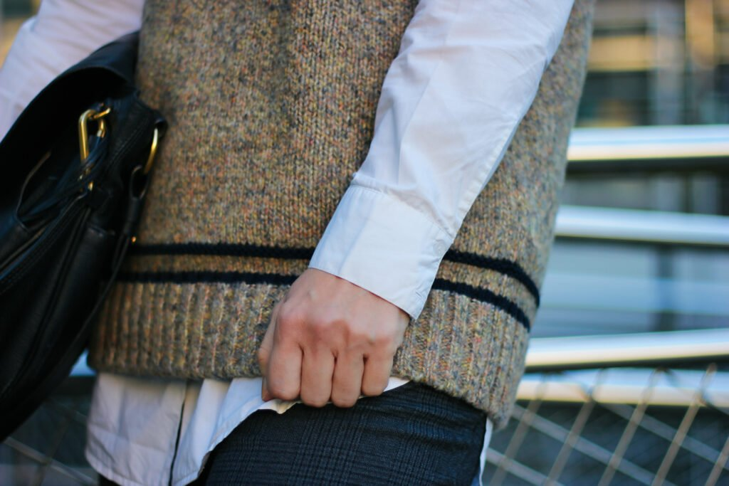conny doll lifestyle: Details, Pullunder, Bluse, Tasche, Herbststyle